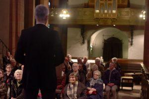 Michael Teipel spricht zum Publikum